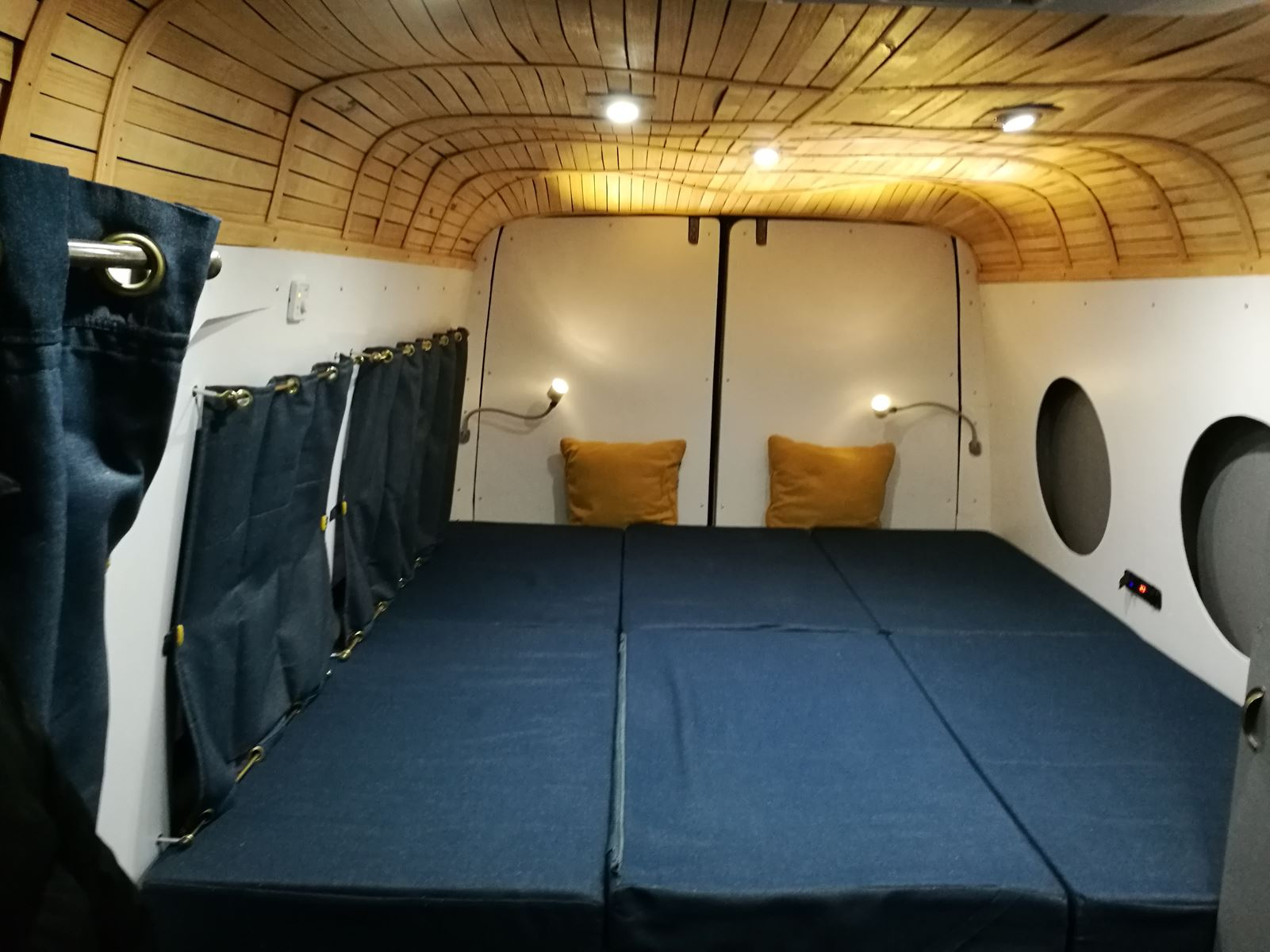 am nager son fourgon 7 le van migrateur. Black Bedroom Furniture Sets. Home Design Ideas