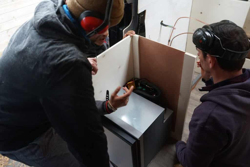 Réflexion emplacement frigo cuisine fourgon
